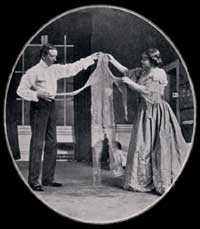 Mr. Darling (Gerald du Maurier) and Mrs. Darling (Dorothea Baird) examining Peter's shadow in the 1904 production.